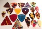 【吉他】吉他拨片怎么用,吉他拨片的练习和选购方法